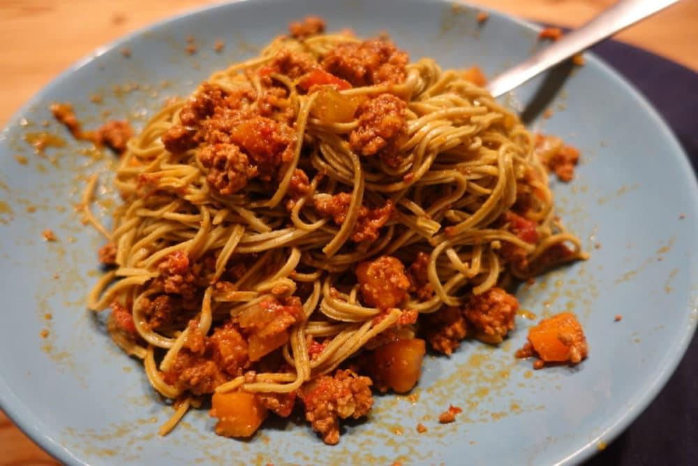 Low Carb Bolognese mit Planet Plant-Based Edamame Spaghetti Sojanudeln