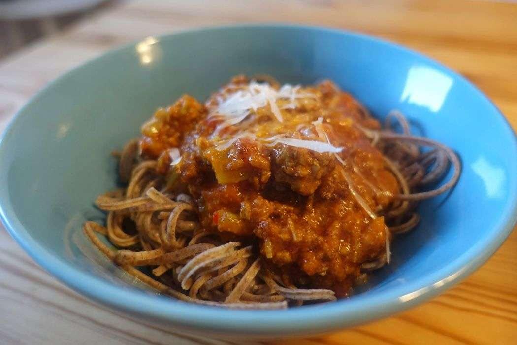 Low Carb Bolognese mit Edamama Azuki Bean Spaghetti